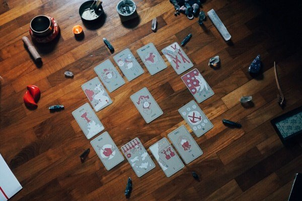 HOW TO READ THE ACES OF THE TAROT: BREAKTHROUGHS & BEGINNINGS